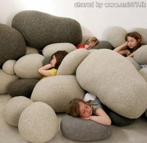 https://unehunikdananeh.files.wordpress.com/2010/09/stone-pillows.jpg?w=300
