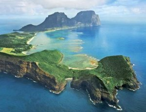 https://unehunikdananeh.files.wordpress.com/2011/05/lordhoweisland.jpg?w=300